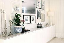 Sidebord med dekor/bilder