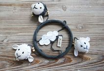 Mobile handmade by Vieri / Seid ihr auf der Suche nach einem Geschenk zur Geburt, zur Taufe, zum Geburtstag oder einfach so? Diese süße gehäkelte Babysachen wären ein ganz tolles persönliches Geschenk!