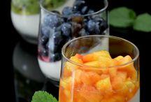 Panna cotta e frutta fresca