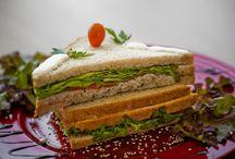 Sanduíches / Pão com qualquer recheio se torna um sanduíche! Hambúrguer, cachorro quente, bauru, misto quente...