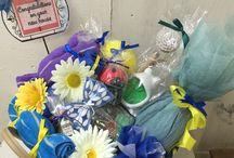 新築祝い / ポケットティッシュをお花に見立てて飾り、キッチン用品やあると便利なグッズを詰め合わせにしました。 新居祝いにぴったり