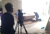 In studio fotografico per un nuovo divano / Come sempre quando produciamo un nuovo modello di divano la prima cosa che facciamo è fotografarlo e farne un filmato descrittivo. Eccoci in sala pose per il nuovo nato