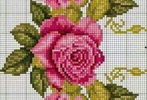 Цветы, вышитые крестиком