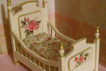 Muebles para casitas de muñecas. / Muebles pintados a mano. / by El rincón de Evita