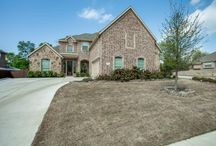 923 Windham Drive #Rockwall, TX 75087 #openhouse Apr 4, 2015 2:00 PM - 4:00 PM / Stunning Castle Ridge home offers spacious entry w-hardwood floors, dining rm & study. Open Kitchen features over-sized island w-breakfast bar, granite & updated stone backsplash. Large living room has architectural detailing & vaulted ceiling. Master w-dual sinks, sep shower & garden tub Upstairs has magnificent media room & 3 bedrooms. Covered patio is great place to relax! Close to popular Rockwall ISD elementary & middle schools. Listing #13122865 LIST PRICE: $389,900