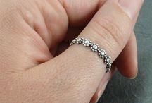 rings thumb