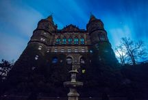 Książ by Night route - are U afraid of the dark? / The spooky season has begun! Pluck up your courage, put on your boldest colours and make your way to Książ's dark, enchanted castle. After night has fallen, you'll discover its history. We don't promise that you'll be completely safe. We don't promise that you won't break out into a cold sweat. We don't promise that some creature's hand, not quite dead, won't touch you. But we do promise that you'll never forget!
