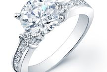 Round Engagement Ring with Side Stones / Let Beverly Diamonds help you express your love with the right inexpensive engagement ring to symbolizes a life-long matrimonial commitment. Our diamond rings are a blend of perfection and illumination, love and fidelity, in its rarity and beauty will accentuate your love, for today and all the days yet to come. Let shop and find your perfect ring.
