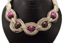 Šperky, šátky, kravaty