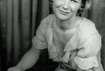 Barbara Bel Geddes / Barbara Bel Geddes (October 31, 1922 – August 8, 2005) was an American actress, artist, and children's author.