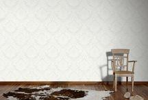 Barock Tapeten | Klassisch & Modern / Symmetrische Ornamente und edle Rankenabbildungen verleihen diesen barocken Tapeten einen klassisch-modernen Charme. Barock-Tapeten von bekannten Markenherstellern für klassische und moderne Wohnideen. #barock #wallpaper #interior #interiordesign #wohnideen #vintage #retro #baroque #barocktapete