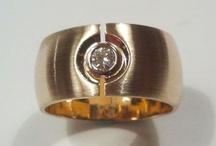 Geelgouden ring met steen / Inspiratie voor het maken van een geelgouden ring met een rode steen