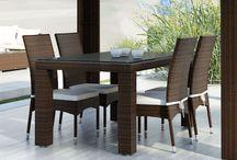 Strato Modern / Stolička STRATO bez opierok a čalúnením z umelého ratanu.   - čalúnenie poskytuje dokonalý komfort sedenia  - v prípade potreby sa dá povlak sňať s možnosťou prania alebo výmeny      - konštrukcia umožňuje uložiť jednu stoličku na druhú a tým sa stoličky stávajú stohovateľné     Konštrukcia je zo zváraného hliníka, výplet z kvalitného polyuretanu, čalúnenie z polyesteru impregnovaného teflónom – je možné prať, bez aviváže .