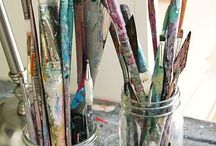 Artist's Brushes / Artist paint brushes come in many different shapes, sizes and brands. Learn about the different types of storages ...