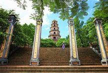 Reisen nach Hue / Hue liegt im Südzentral Vietnams und gilt als eine kleine Stadt von dem träumlichen Raum. Reinsen nach Hue erkundigen die Touristen nich nur die Werte von Zitadelle, Pagode sondern man hat auch eine Chance, unterschiedliche schöne Strände zu besuchen--- Located in the Zentral of Vietnam, Hue is well known as the city of poetic space. Visiting Hue, you can visit  not only the Citadel but also many beautiful beaches