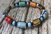 Pärlmakeriet armband / Armband med handgjorda glaspärlor från Stockholms Pärlmakeri