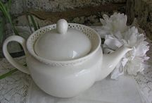 Vintage Teapots - JJAntiques / Vintage Teapots Only (look for Vintage Tea Sets) Please be kind and only relevant pins. ***No Limit***