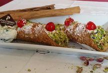 Cannoli Siciliani / foto di cannoli siciliani, cannoli con ricotta, cannoli siciliani crema bianca, cannoli siciliani al cioccolato e cannoli siciliani al pistacchio di bronte