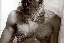 מקלחות / כולנו אוהבים להתקלח במים חמים