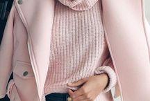 Rosa Millennial / Delicado, feminino, elegante e romântico são apenas alguns dos adjetivos da cor do momento, o ROSA MILLENNIAL.   Por ser uma cor versátil e considerada por muitos como unissex é fácil encontrá-la em diversas versões, desde objetos de decoração, passando pelo universo da arquitetura e design até chegar nas roupas e acessórios do mundo fashion.