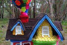 Crochet dolls houses