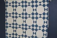 Blauwe en rode quilts
