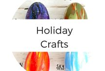Holiday Crafts / Holiday Crafts and DIY, perfect for kids to make, Christmas Crafts, toddler friendly, Easy for adults and so much fun! Holidays are the perfect time to get crafting and these tutorials take the work right out of it / by MomDot (Trisha)