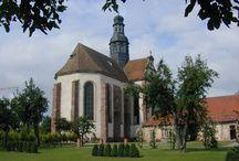 Altorf / Découvrez la beauté de ce village situé à proximité de la Route des Vins en Alsace. Son charme tient principalement à l'église - abbatiale Saint-Cyriaque située au cœur de la commune. Découvrez également l'atmosphère unique des jardins de l'abbatiale, souvenir de la vie des moines qui ont habité les lieux du Xème au XVIIIème siècle.