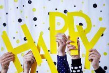 """Party time / Urobte to podľa seba Očakávaniam sa nevyhneme – sú všade, kam sa pozrieme. Musíme ich však naplniť? Zahoďte všetky """"mal by som"""" do koša a použite vlastný recept na šťastie. Dobrú zábavu!"""