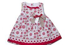 Nueva Colección Flores Rojas / Combinación de vestidos estampados con complementos a juego.