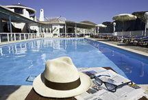 Pool Bar / Il Pool Bar, al bordo piscina, dell'Hotel Chiaia di Luna è il luogo idela per sorseggiare un gustoso drink sui lettini della piscina, per un veloce light lunch dalle 13 alle 15 o per un aperitivo al tramonto con vista sull'isola di Palmarola!