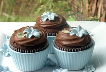 Cupcakes & Cakes / by Mary Robinson