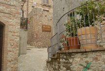 Bova Superiore - Calabria - Italy / Bova (Chòra tu Vùa in greco di Calabria, Vùa in calabrese[2]) è un comune italiano di 442 abitanti della provincia di Reggio Calabria, in Calabria. Il piccolo paese è considerato capitale culturale della Bovesìa, quindi della cultura greca di Calabria.