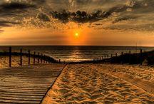 scenery / sunset over lake