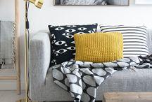 Mach Dein Sofa glücklich // Make your sofa happy / Dein Sofa: Ein Ort zum glücklich machen, der glücklich macht. Genau wie Du hat auch Dein Sofa gern Gesellschaft. Am wohlsten fühlt es sich in Begleitung von gemusterten Kissen, kuschelweichen Decken und warmen Teppichen. Gesell Dich dazu mit einer Tasse heißen Tee und Deinem Lieblingsbuch.
