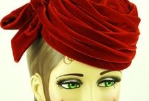 Klobouky, šaty, doplňky(Hats, Dresses, Accessories)