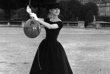 La petite robe noire / Un classique hier, aujourd'hui, demain. La petite robe noire est intemporelle.