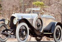 Luksus dawniej / Zbiór najciekawszych przykładów komunikacji oraz produktów marek luksusowych z przeszłości.