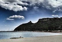#instameetCA / Cavalcando l'onda dell' 8° Instameet mondiale organizzato da #Instagram per l'11 e 12 gennaio 2014, insieme a Instagramers #Cagliari vi porteremo in Sella! http://bit.ly/InstameetCA  Il 1° Instameet (raduno) della community del capoluogo sardo è dedicato alla spiaggia del #Poetto, si svolgerà infatti su uno dei simboli della città di #Cagliari: il promontorio della Sella del Diavolo.
