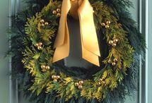 Christmas wreaths / by Ann Marie Heasley | whitehouseblackshutters.com