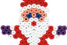 Vasalható gyöngyök HAMA / Vasalható gyöngyökből készült ékszerek, díszek és figurák. Vásárláshoz ide kattints: http://kreativlurko.hu/43-gyongyok