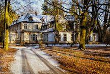 Starościn - Pałac / Pałac w Starościnie  XIX wieczny, przebudowany z dworu, należący do rodziny von Saurma. Obecnie w rękach prywatnych.