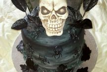 Top Skull Cakes / These skull cakes are scary, spooky and spectacular. #skulls #halloween #halloweencake #cakecentral
