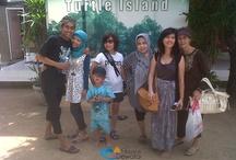 Happy Customers / Kumpulan foto - foto dari customer kami yang sudah merasakan paket wisata yang kami sediakan.  Pesonadewata.com