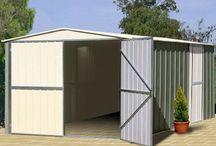 Garages métalliques  / Les garages en métal sont des lieux sûrs pour vos véhicules ou pour le stockage de vos outils. Face aux intempéries les garages métalliques font preuves d'une grande résistance. Enfin non négligeable, l'entretien est fa-cile!