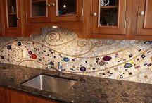 Фартук из мозаичной плитки на кухне
