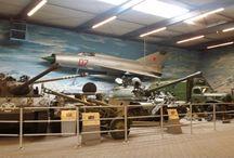Oorlogsmuseum / Nederland heeft aardig wat musea die het verhaal vertellen van de Tweede Wereldoorlog. Een hele ingrijpende periode 1940-1945 voor ons land. Er zijn tal van musea die dit op een indrukwekkende en bijzondere manier laten zien.