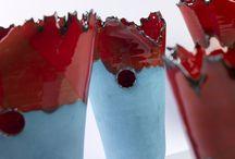 Vasi ceramica Collezione Mar Ligure / Mar Ligure di Eva Munarin vasi in maiolica realizzati a mano e decorati con smalti al selenio, ingobbio e ossidi metallici.
