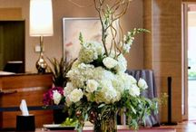 White wedding flowers / wedding floral that use primarily white flowers