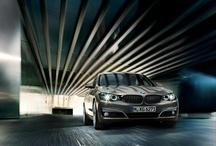 Yeni BMW 3 Serisi Gran Turismo / BMW 3 Serisi'nin en yeni üyesi, bir sedanın sportifliği ve dinamikliğinin sahip olmasının yanı sıra bir touring kadar verimli ve çok yönlü olmasıyla da dikkatleri üzerine çekiyor. Yeni BMW 3 Serisi Gran Turismo'yu galerimizdeki çarpıcı fotoğraflarıyla keşfedin. Bu eşsiz model, Mart ayında gerçekleştirilecek olan Cenevre Motor Show 2013'te tanıtılacak.